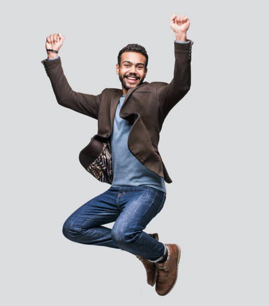 Hombre alegre feliz celebrando - foto de stock