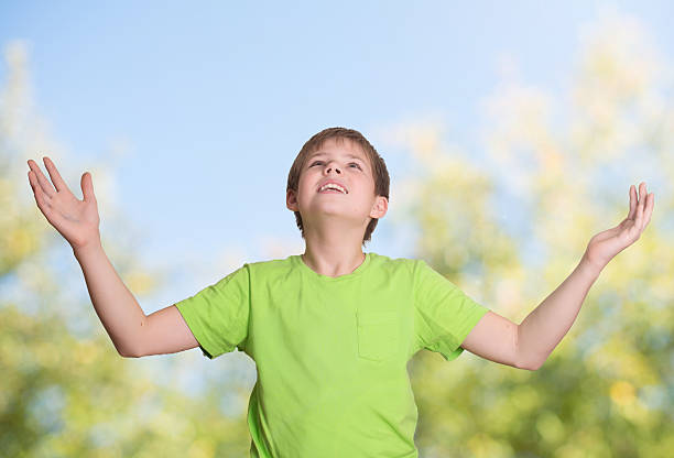 Happy kid arms raised in happiness and faith outdoor. – Foto