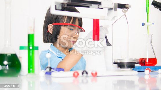 istock Happy kid child girl on playing and learning science laboratory 949596010