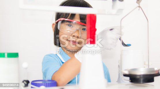 istock Happy kid child girl on playing and learning science laboratory 949596014