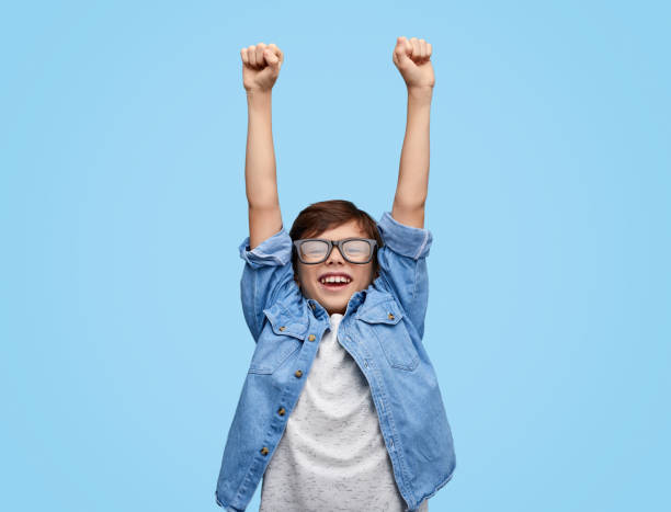 happy kid in glazen holding hands up - kind stockfoto's en -beelden