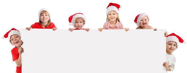 glückliche kinder halten banner in seiner hand - sprüche kinderlachen stock-fotos und bilder