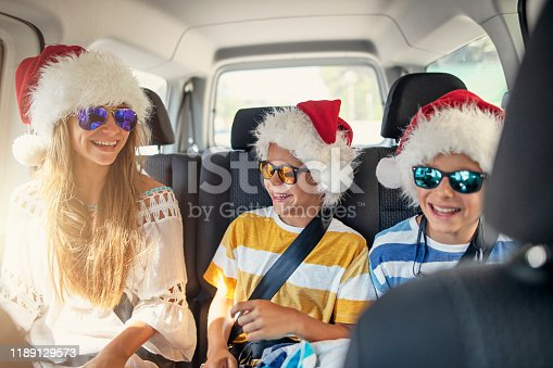639770050 istock photo Happy kids travelling to beach on Summer Christmas 1189129573