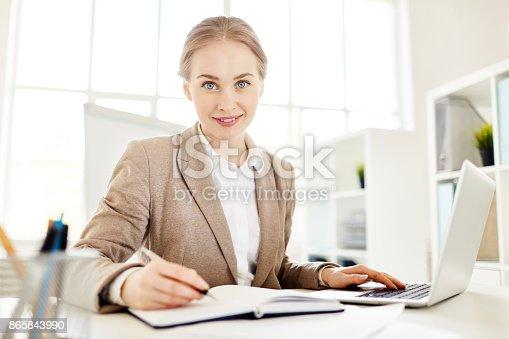 1176252245 istock photo Happy learner 865843990