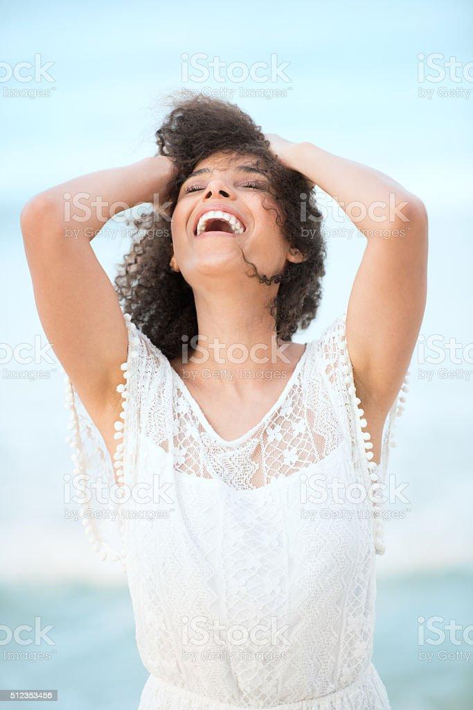 Glücklich Lebensstil Portrait schöne Gemischt Rennen Frau auf Urlaub – Foto