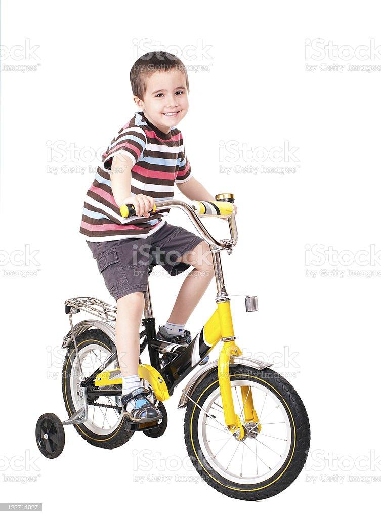 Glückliche kleine Junge auf dem Fahrrad – Foto