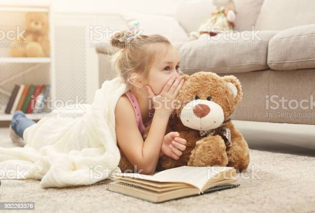 Happy little female child and her teddy bear reading book on the at picture id932263376?b=1&k=6&m=932263376&s=612x612&h=ng8axvke2gmd 3of 6 43y fl3g0yyoci1rmsjit4h4=