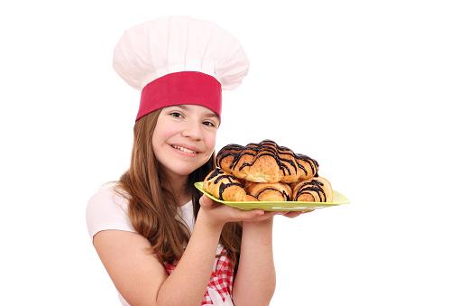 행복 소녀 요리 맛 있는 크로 갈색에 대한 스톡 사진 및 기타 이미지