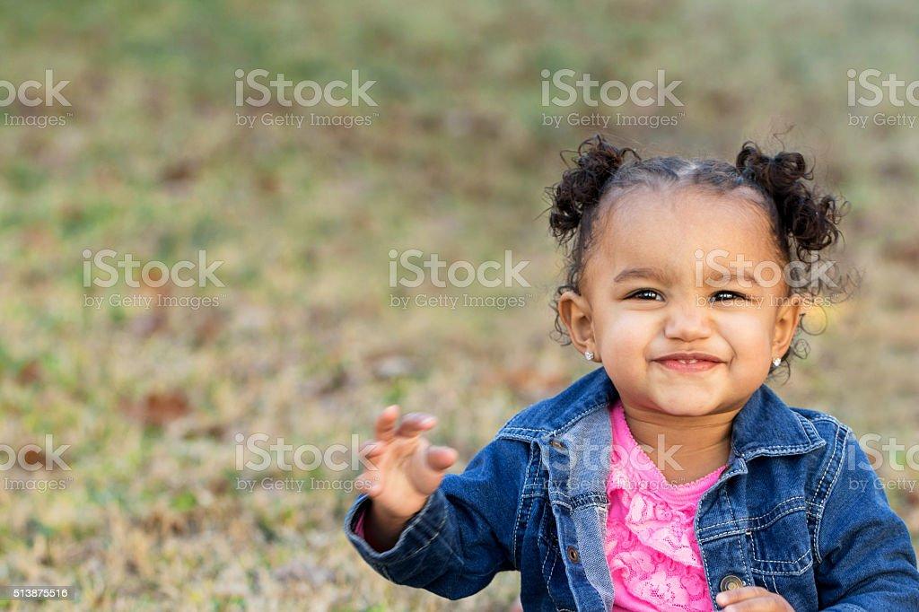 Menina feliz - foto de acervo