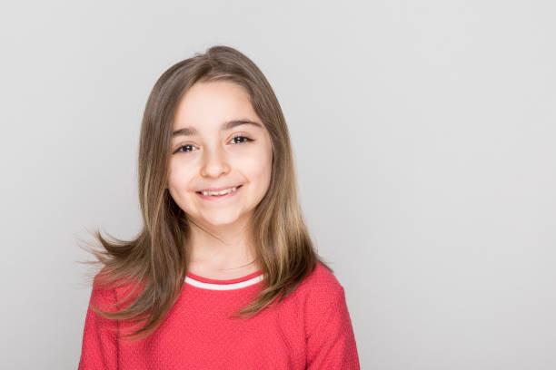 Glückliches kleines Mädchen Porträt isoliert – Foto