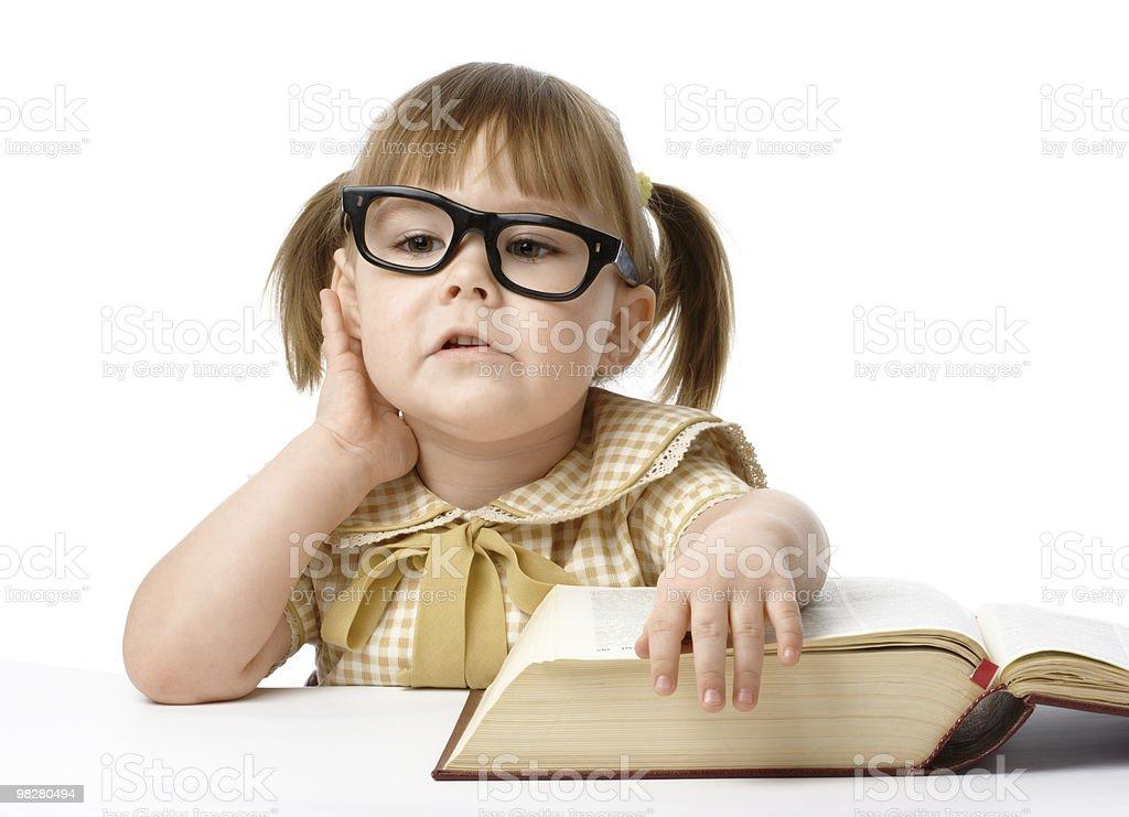 Bambina felice con il libro, si torna a scuola foto stock royalty-free