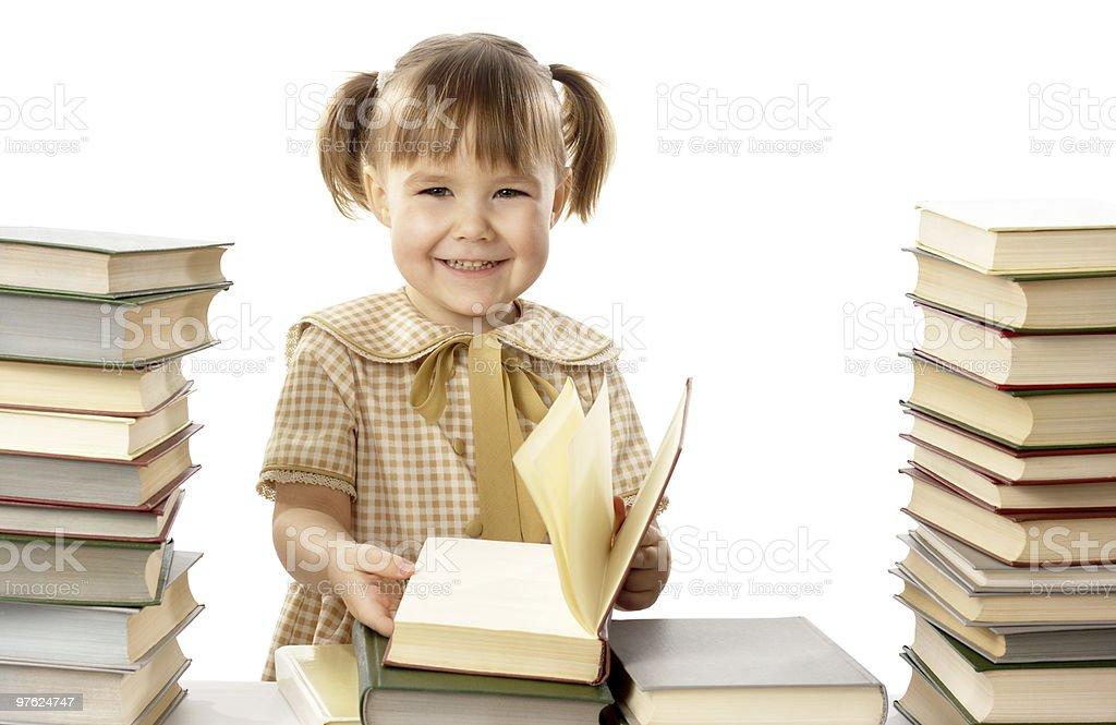 Heureuse petite fille avec des livres, retour à l'école photo libre de droits