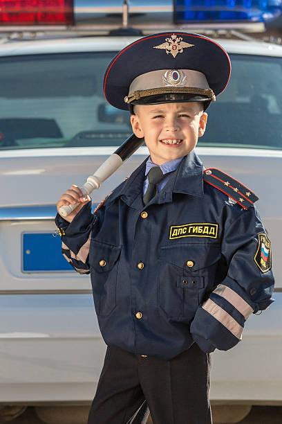 happy little oficial de policía - feliz dia del policia fotografías e imágenes de stock