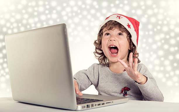 glückliche kleine santa - weihnachtsprogramm stock-fotos und bilder