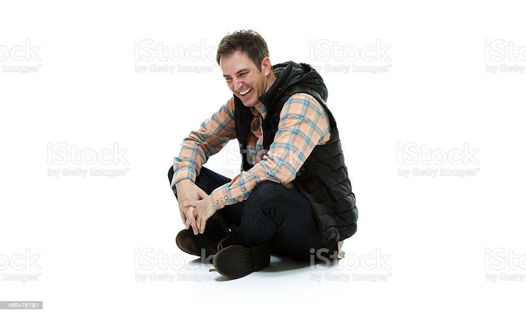 Heureux homme, assis sur le sol - Photo