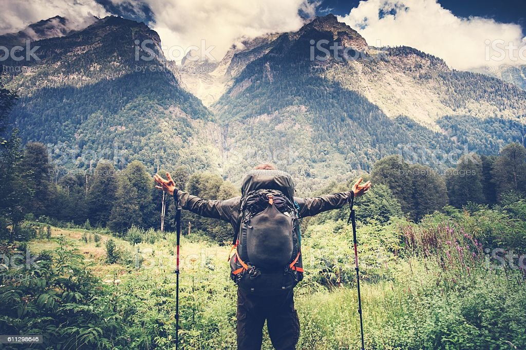Happy Man with backpack hands raised mountaineering Travel Lifestyle – Foto