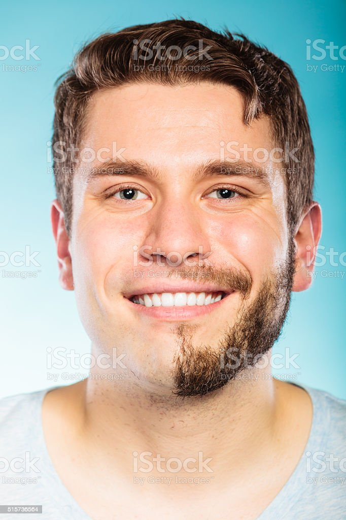 Glücklicher Mann Mit Bart Und Haare Geraspeltem Halbe Gesicht Stock