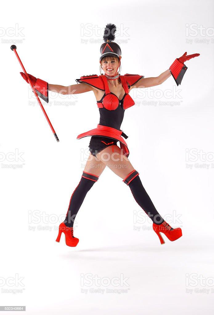 Chica feliz marchando cuatro - foto de stock