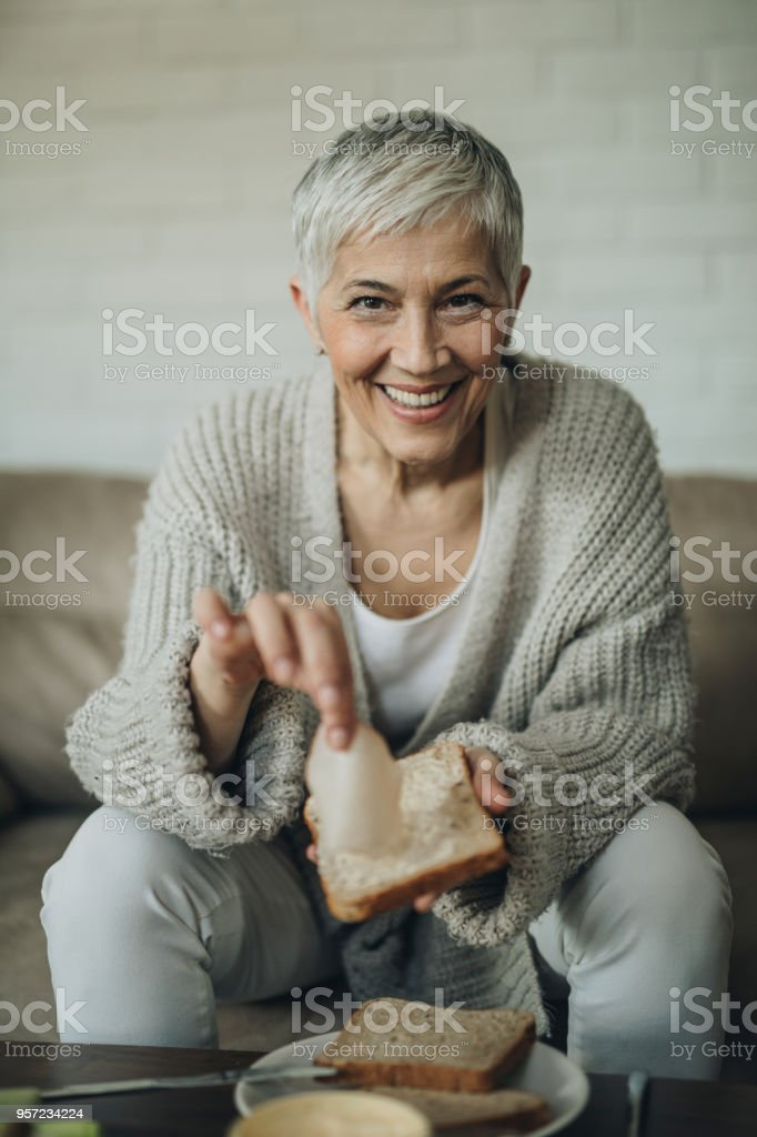 Mature women spreading ass