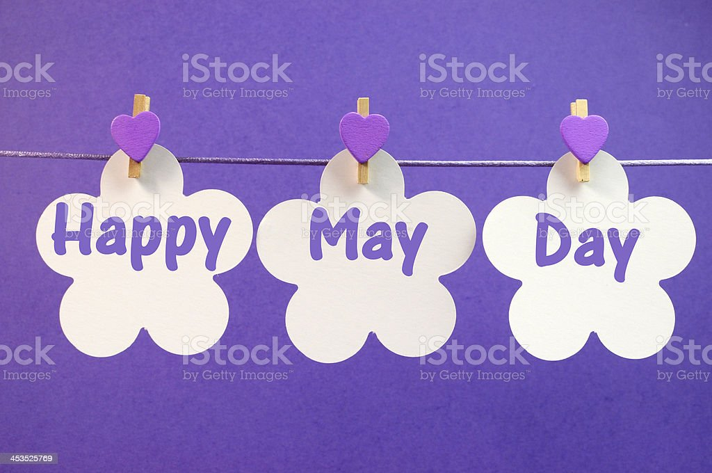 Heureux mai journée voeux suspendus sur une ligne chevilles - Photo
