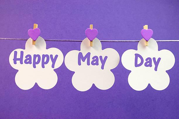 heureux mai journée voeux suspendus sur une ligne chevilles - 1er mai photos et images de collection