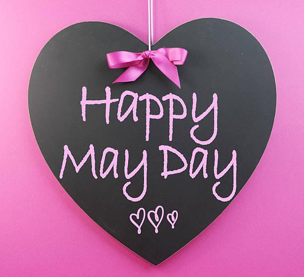 heureux mai journée voeux écriture manuscrite sur tableau noir en forme de cœur - 1er mai photos et images de collection