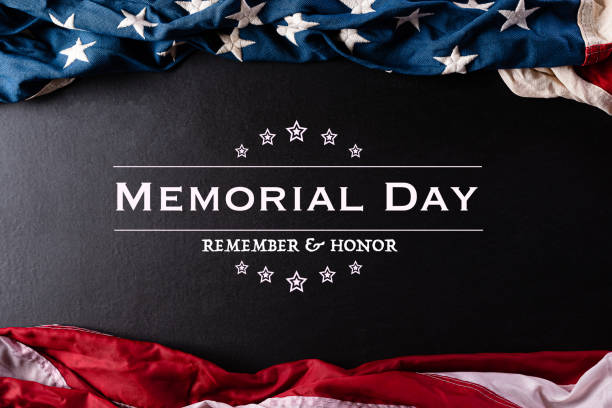 happy memorial day. american flags with the text remember & honor against a black  background. may 25. - memorial day стоковые фото и изображения