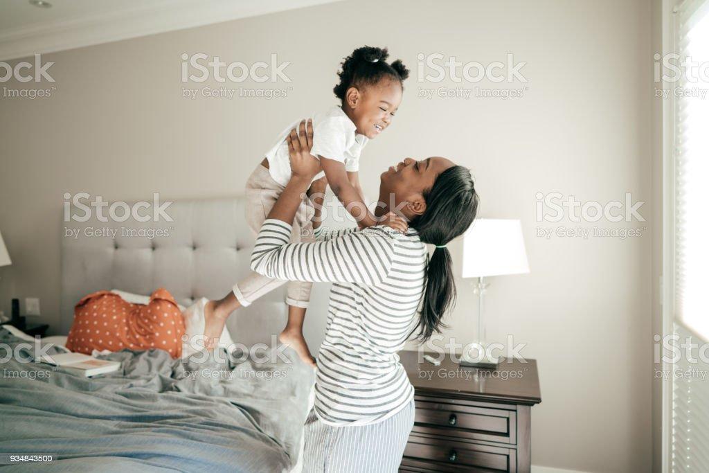 행복 한 엄마와 아기 소녀 - 로열티 프리 2-3 살 스톡 사진