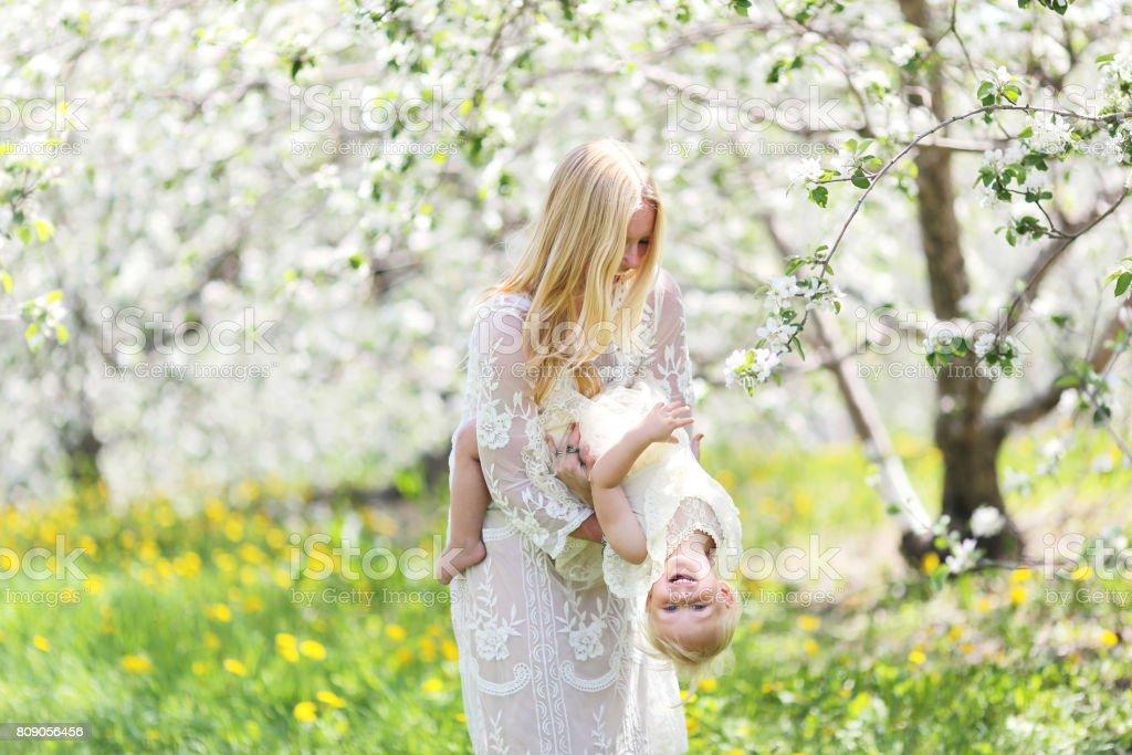 Mutter und Tochter blühen Jobs