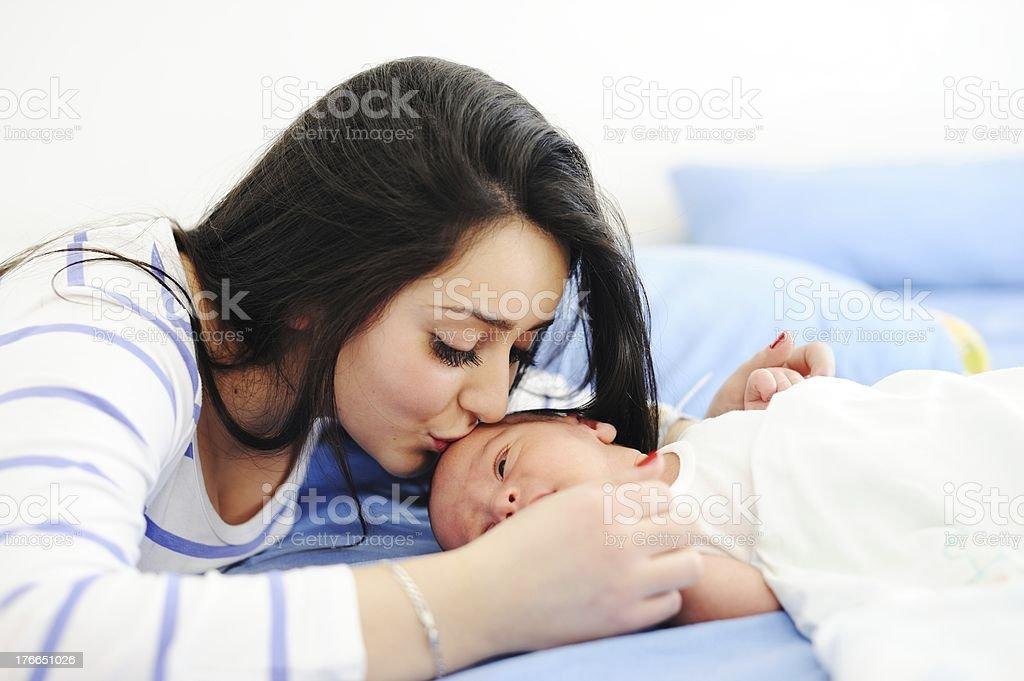 Feliz madre con su bebé foto de stock libre de derechos