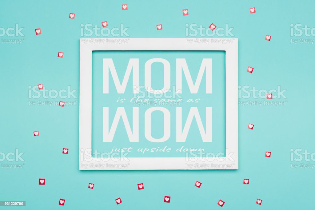 Feliz dia das mães de fundo. Azul Candy cor pastel plana leigos conceito mínimo. - foto de acervo