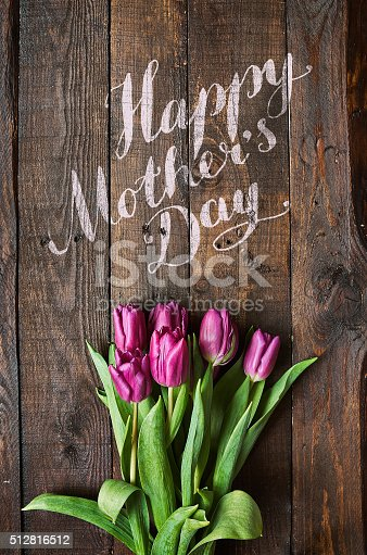 921112244 istock photo Happy Mother's Day lettering 512816512