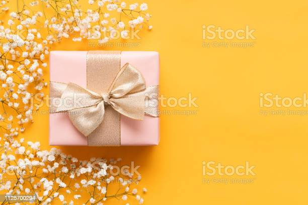 Happy mothers day yellow and pastel pink colored background flat lay picture id1125700294?b=1&k=6&m=1125700294&s=612x612&h=jli ka2 sejkfqoo8aimn glfiogfkx7z2yagl8g  8=