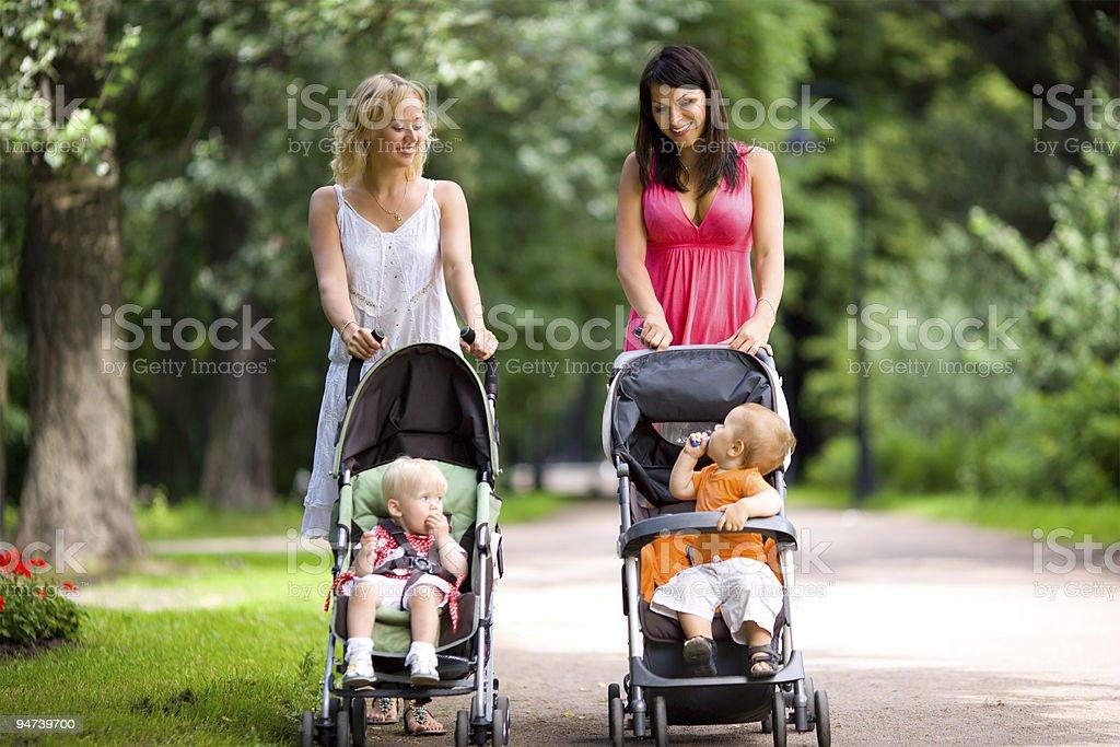 Las madres feliz - foto de stock