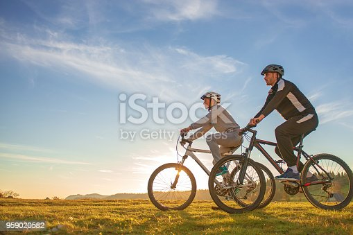 istock Happy mountain bike couple outdoors have fun together on a summer afternoon sunset 959020582