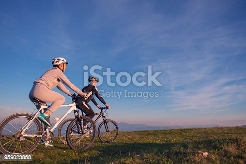 istock Happy mountain bike couple outdoors have fun together on a summer afternoon sunset 959023858