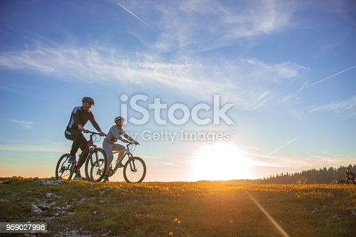 istock Happy mountain bike couple outdoors have fun together on a summer afternoon sunset 959027998