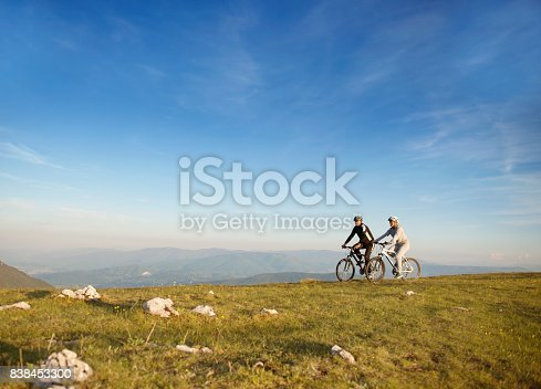 959028830 istock photo Happy mountainbike couple outdoors have fun together on a summer afternoon 838453300