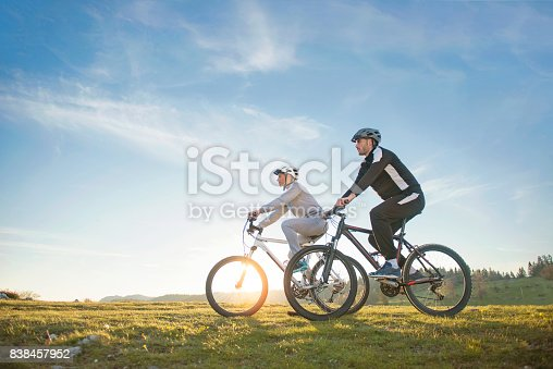959028830 istock photo Happy mountainbike couple outdoors have fun together on a summer afternoon 838457952