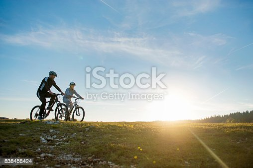 959028830 istock photo Happy mountainbike couple outdoors have fun together on a summer afternoon 838458424