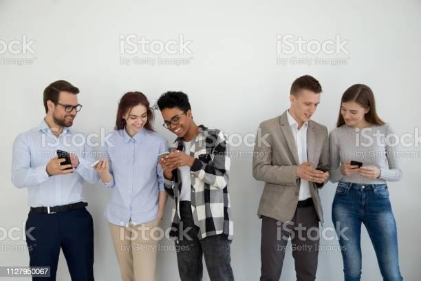 Happy Multi Ethnic Friends Or Businesspeople Using Phones Talking - Fotografias de stock e mais imagens de A usar um telefone