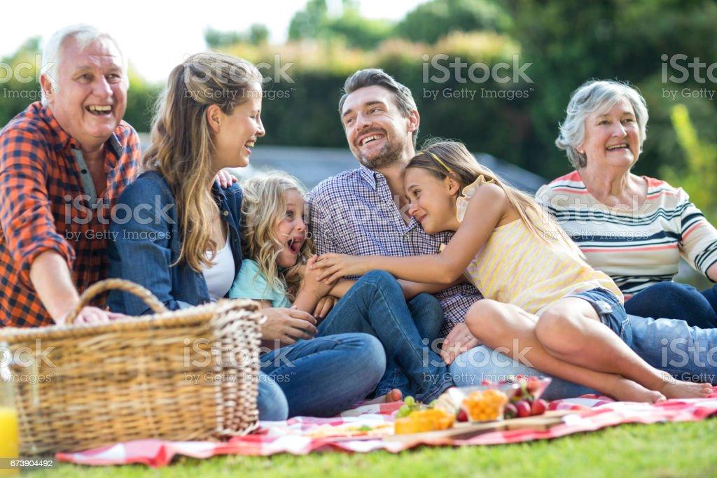 Helene multi-génération assis sur couverture photo libre de droits