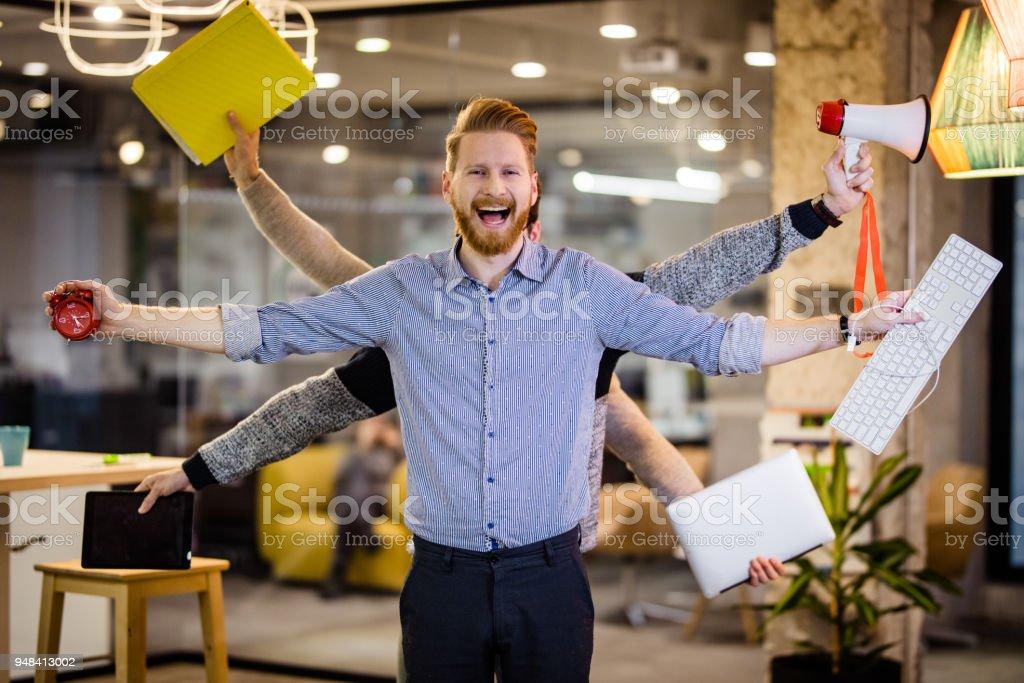 Glücklich Multitasking-Geschäftsmann mit vielen Händen im Büro. - Lizenzfrei Arbeiten Stock-Foto