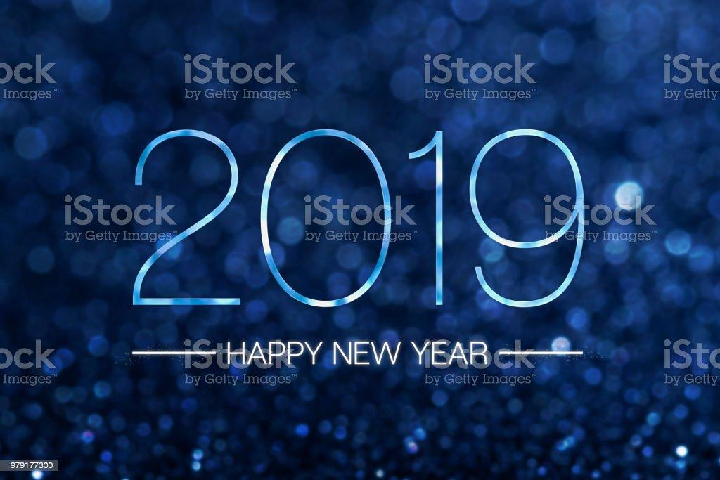 Heureuse nouvelle année 2019 avec fond mousseux clair de paillettes bleu marine foncé bokeh, vacances célébration festive carte de voeux. - Photo