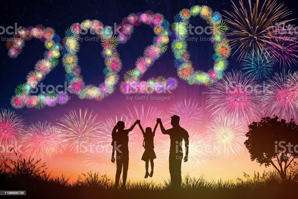 happy new year 2020 concepts. family watching fireworks  on hill - Стоковые фото 2020 роялти-фри