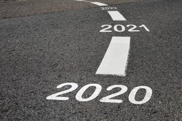 happy new year 2020 tot 2022 en road to success concept - roadmap stockfoto's en -beelden