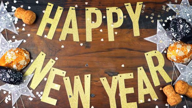 Empavesado de oro Letras de feliz año nuevo - foto de stock