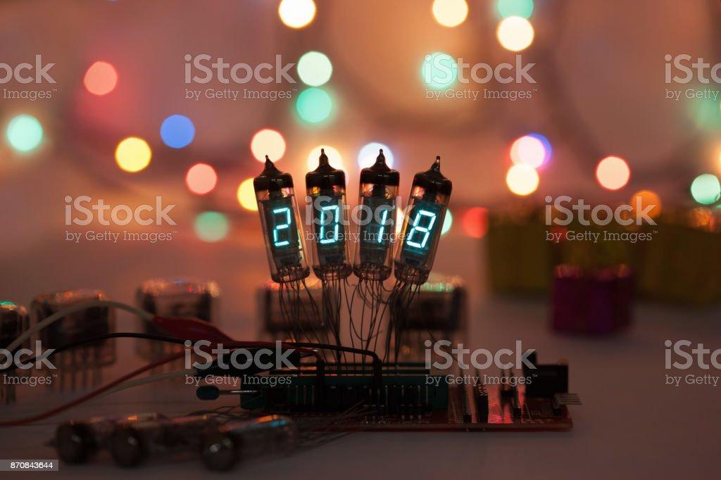 Frohes Neues Jahr Wird Mit Einer Lampe Geschrieben Radioelektronische Lampen 2018 Original Entwickelt Seine Glückwünsche Mit Einem Schönen Bokeh