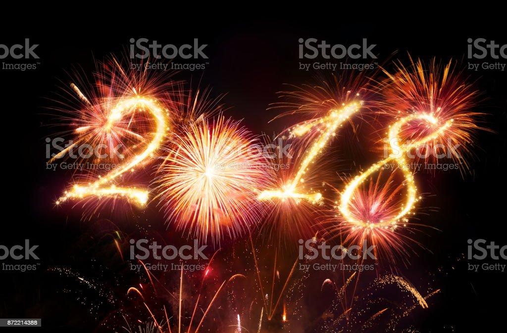Feliz año nuevo - explosión de fuegos artificiales rojos foto de stock libre de derechos