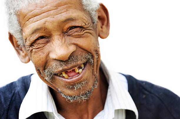 glückliches alter mann - zahnlücke stock-fotos und bilder